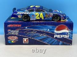 Jeff Gordon Autographié 2004 Pepsi Dupont Clear Window Bank 1/24 Diecast Nascar